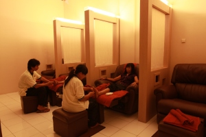 Terapist Pijat di FITTO Reflexology